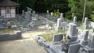 西宮市鷲林寺墓地の墓地内写真